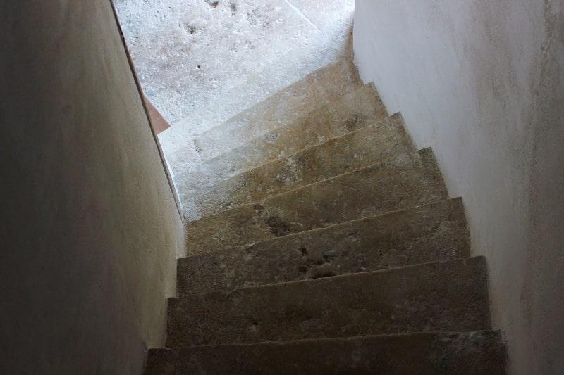 Escaliers menant à Sidonie